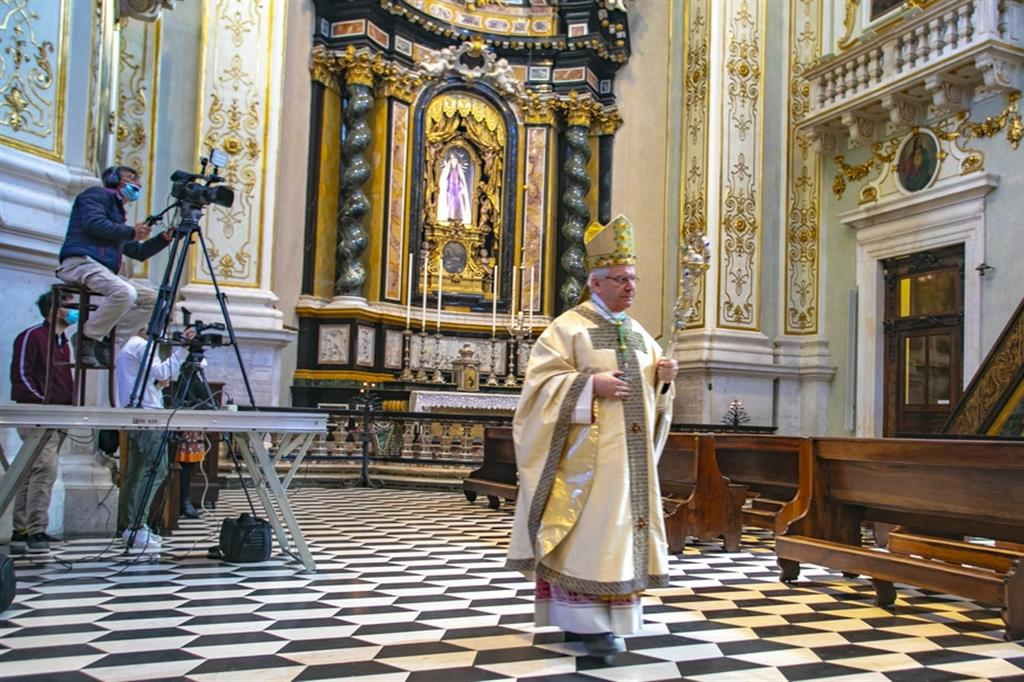 Il vescovo Beschi: la sfida di servire la vita al tempo del Covid
